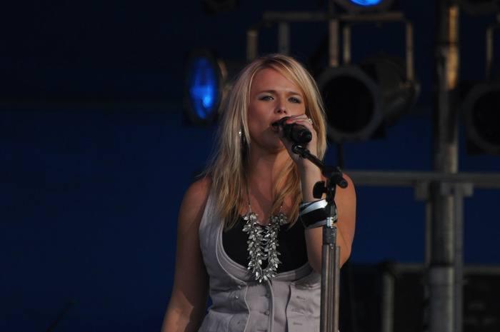 Miranda Lambert: Livin' Like Hippies Tour Parking